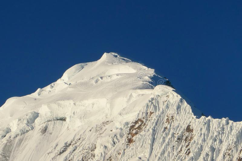 Nepal - pico de montanha nevado fotos de stock royalty free