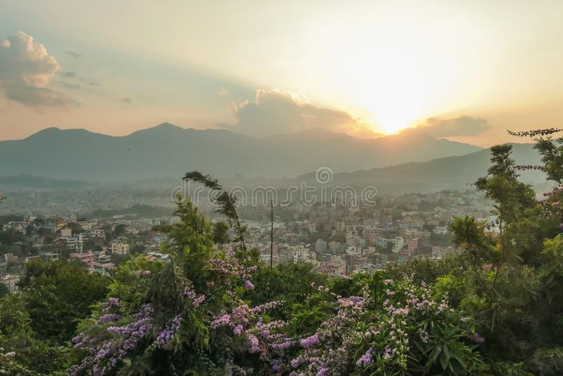 Nepal - por do sol visto de Kathmandu imagens de stock