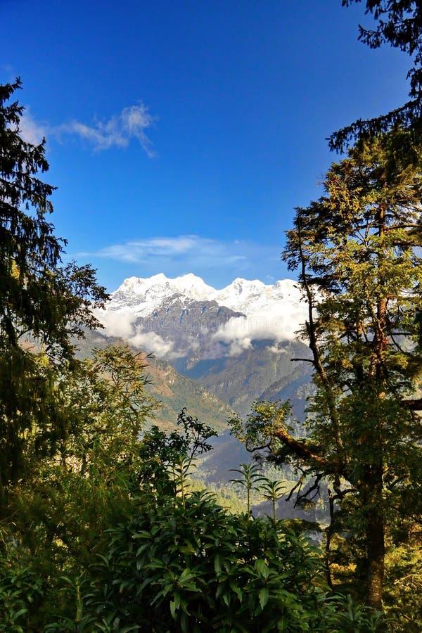 nepal Vicinanze di Manaslu della montagna fotografia stock libera da diritti
