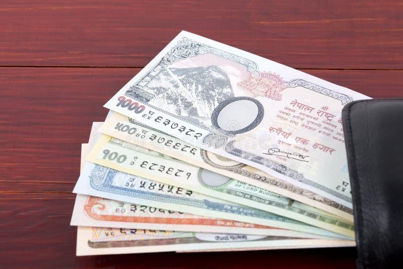Nepalesische Rupie in der schwarzen Geldbörse lizenzfreie stockfotografie