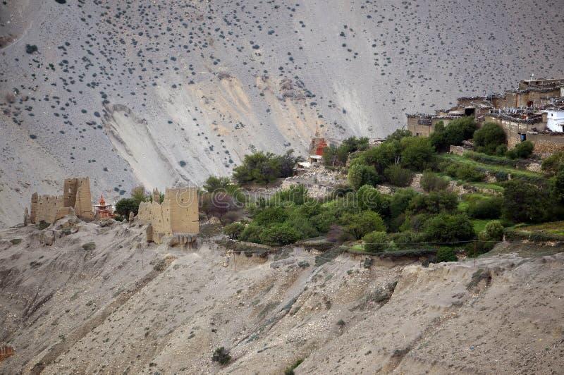 Nepalesisches Dorf von Tangbe 3040 m mit alten Ruinen in den Himalajabergen Trekking zur geschlossenen Zone des oberen Mustangs stockfotos