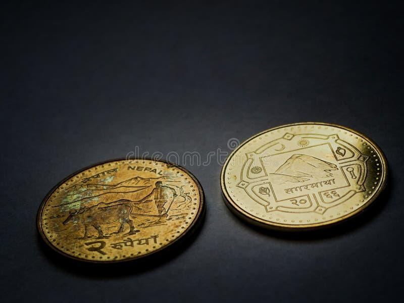Nepali duas moedas da rupia fotografia de stock