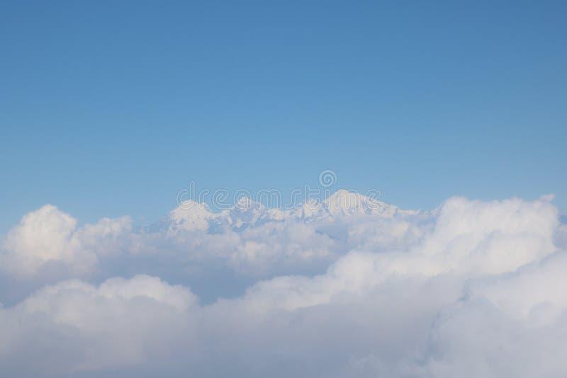 Nepalska Himalay przedpola chmura i tła niebo fotografia stock