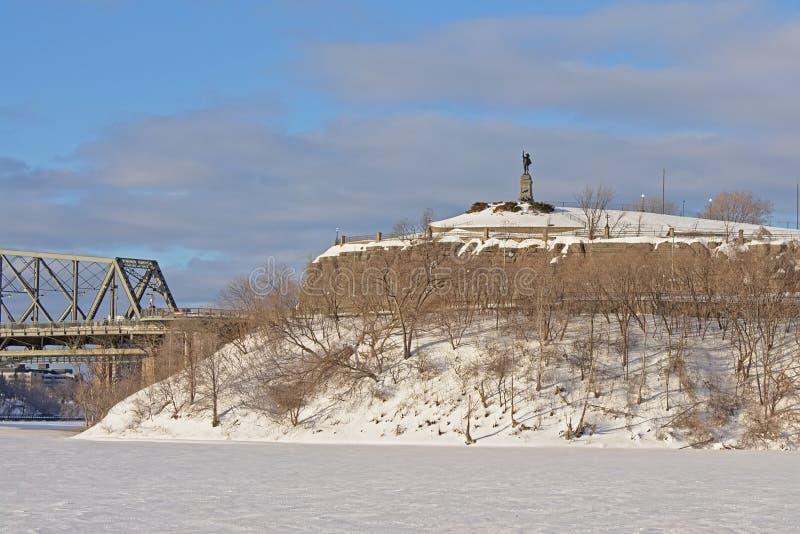 Nepeanpunt langs de rivier van Ottawa, in sneeuw op een koude de winterdag die wordt behandeld royalty-vrije stock foto's