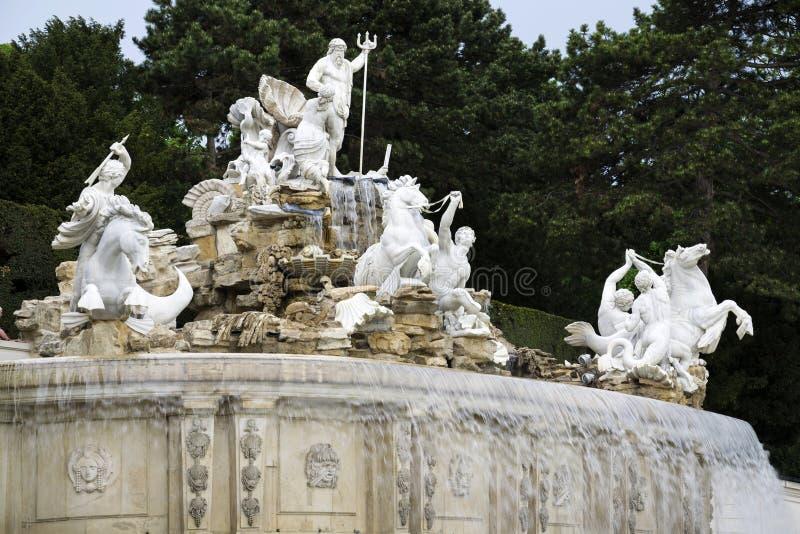 Neptun-Brunnen im Boden des Schonbrunn-Palastes in Wien, Österreich stockfoto