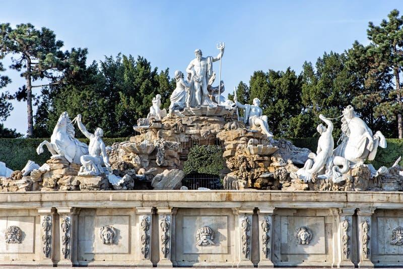 Neptun-Brunnen in Schonbrunn-Palast in Wien stockbild