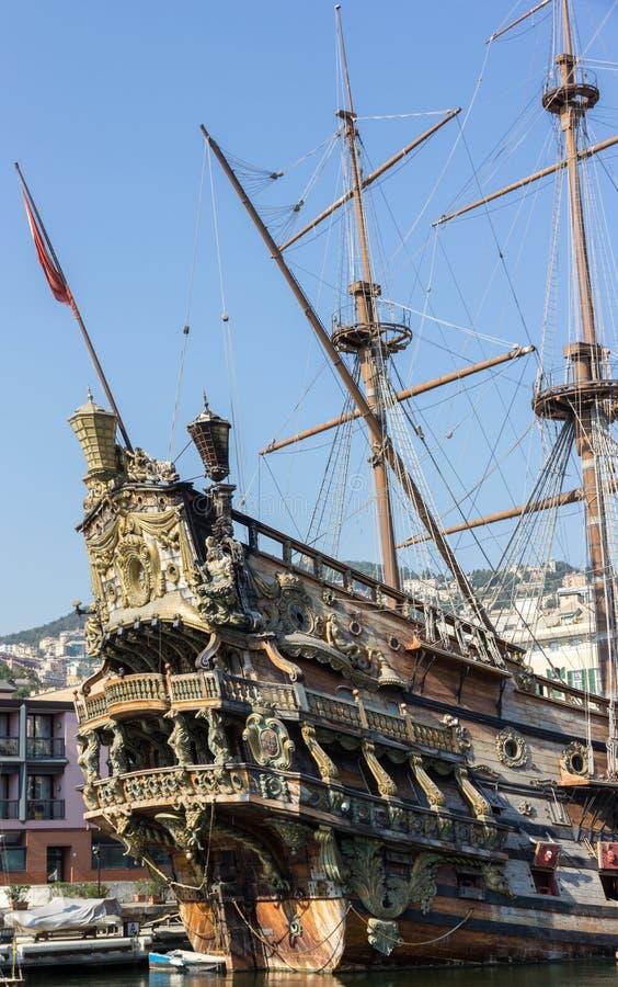 Download Neptun galleon stockfoto. Bild von galleon, antike, hölzern - 26363996