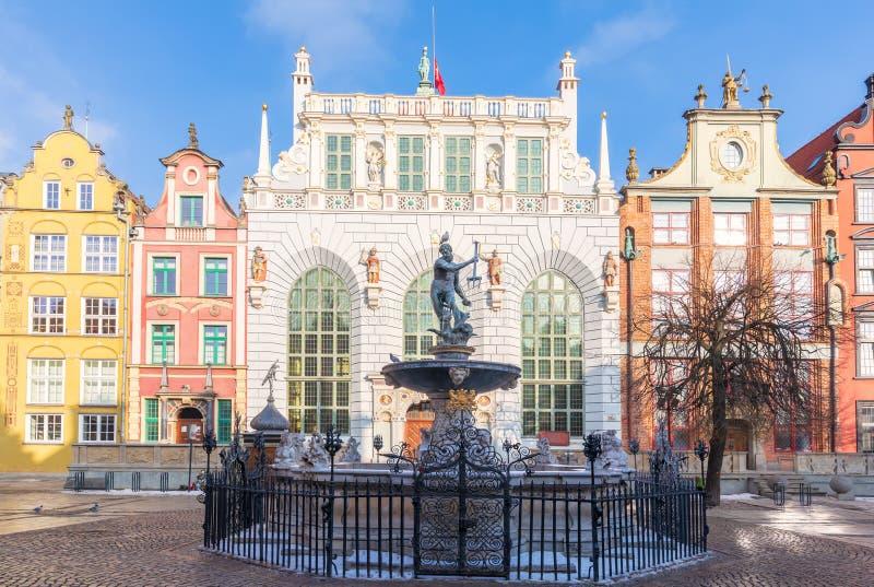 Neptun springbrunn framme av Artus Court, lång marknad, Gdansk, Polen royaltyfri bild