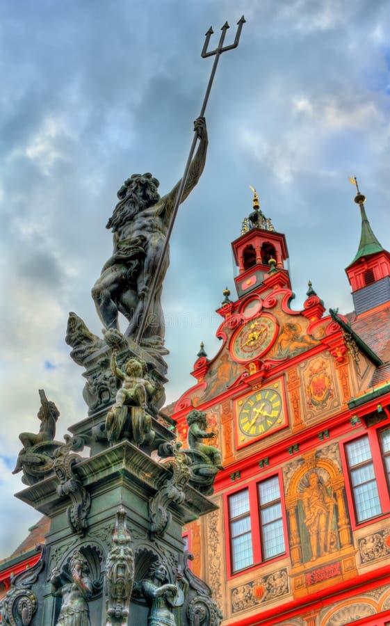 Neptune fontanna przed urzędem miasta Tubingen, Niemcy obraz stock