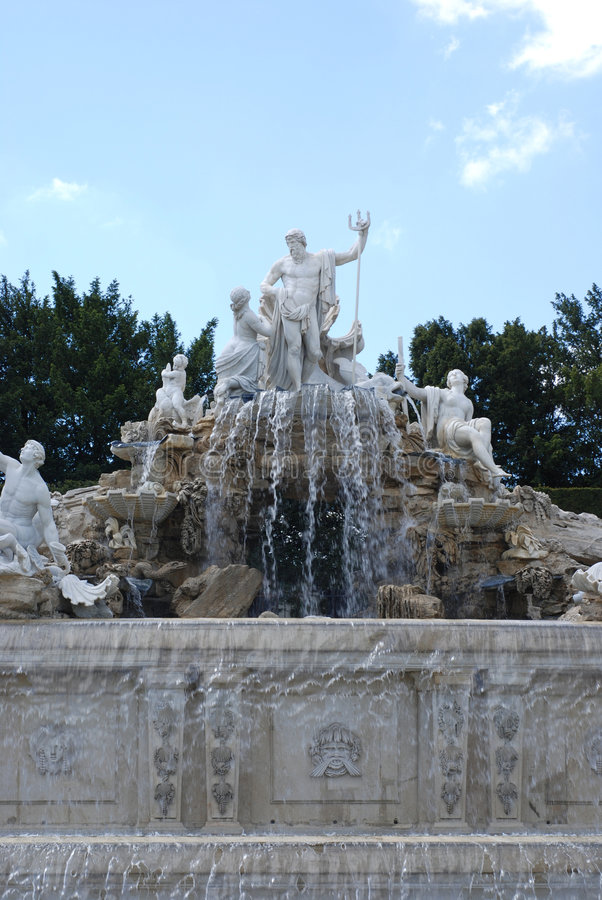 Free Neptune Fountain Royalty Free Stock Photography - 5317337