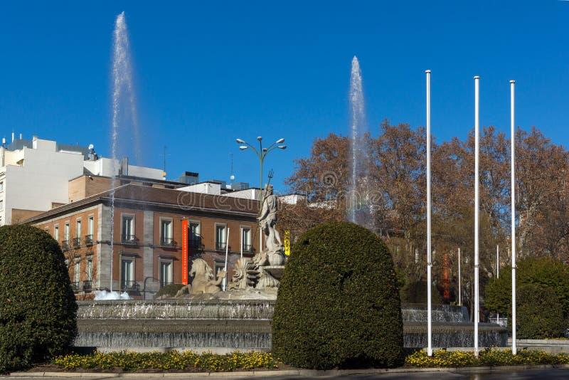 Neptuno fontanna i Thyssen Bornemisza muzeum w mieście Madryt, Hiszpania obrazy royalty free
