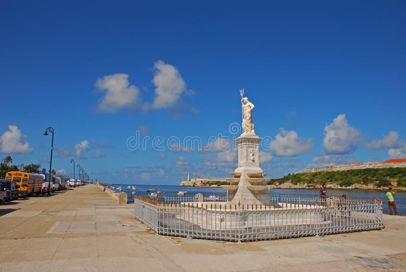 Neptunstaty med det grillade staketet på Malecon promenad, havannacigarr, Kuba royaltyfri bild