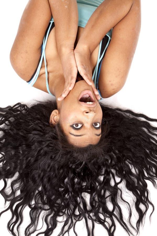 ner förvånar hår ut översidakvinnan fotografering för bildbyråer