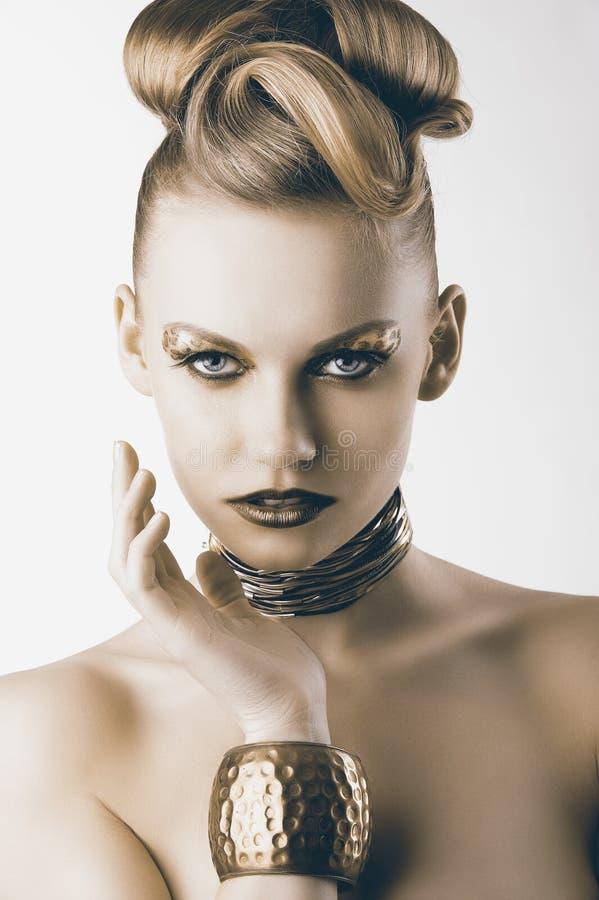 ner ser modeflickaleoparden makeup royaltyfri fotografi