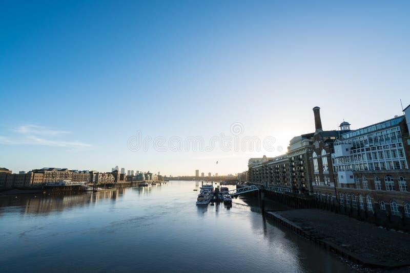 Ner Themsen arkivfoto