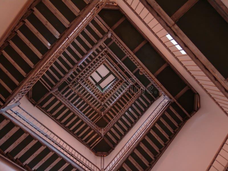 Download Ner upp fotografering för bildbyråer. Bild av trappa, klättring - 275369