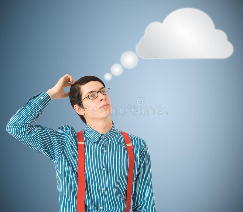 Nerd geek zakenman het denken wolk of gegevensverwerking royalty-vrije stock afbeelding