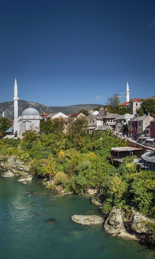 Neretvarivier en oude stad van mostar bosnia mening royalty-vrije stock fotografie