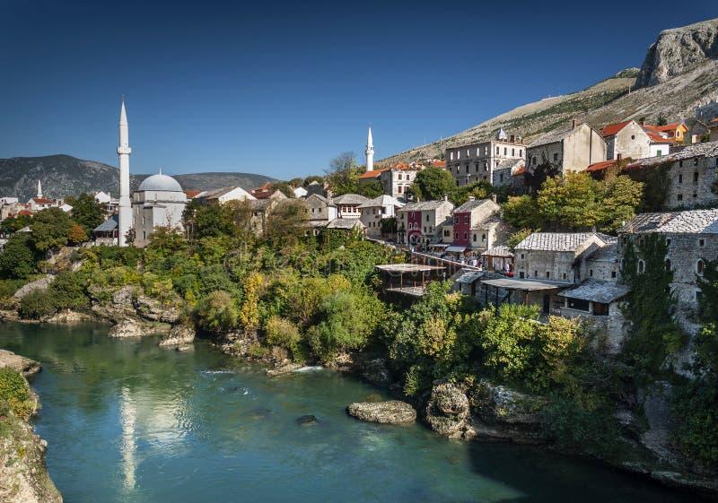 Neretvarivier en oude stad van mostar bosnia mening royalty-vrije stock foto's