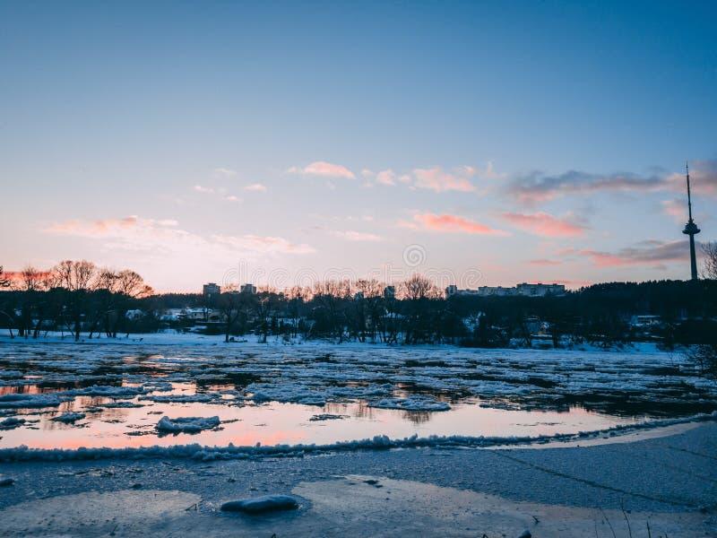 Neris rzeka podczas zmierzchu obrazy royalty free