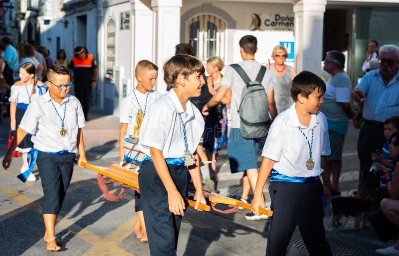 NERJA, ESPAÑA - 16 de julio de 2018 desfile anual en el Andalu costero imágenes de archivo libres de regalías