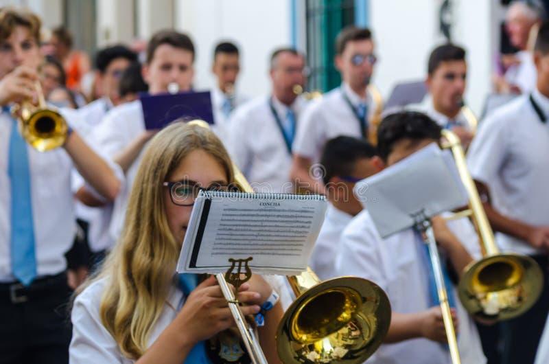 NERJA HISZPANIA, LIPIEC, - 16, 2018 roczna parada w nabrzeżnym Andalu obrazy stock