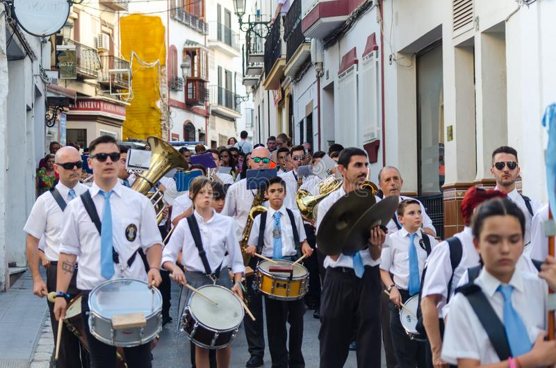 NERJA HISZPANIA, LIPIEC, - 16, 2018 roczna parada w nabrzeżnym Andalu fotografia royalty free