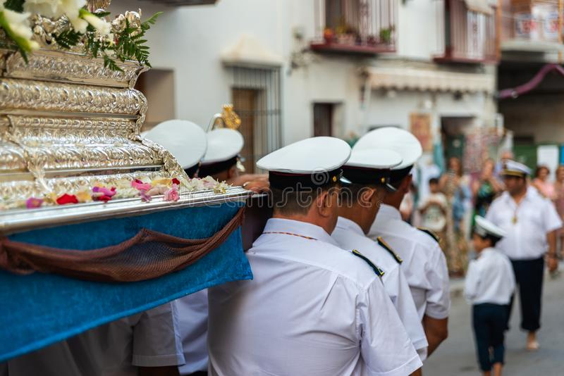 NERJA HISZPANIA, LIPIEC, - 16, 2018 roczna parada w nabrzeżnym Andalu fotografia stock