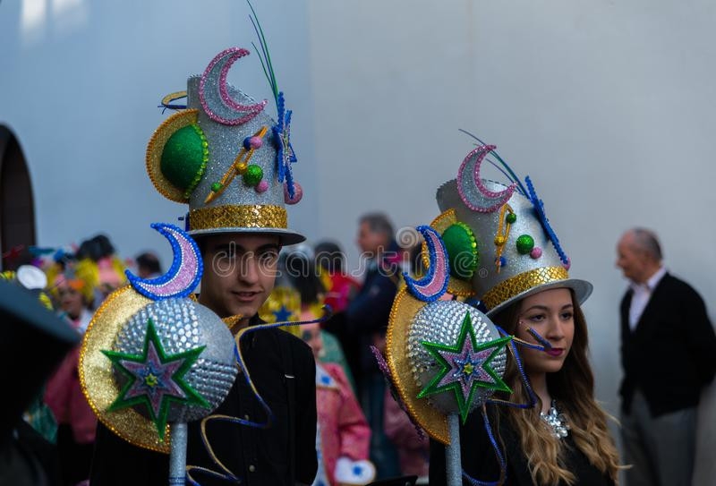 NERJA, SPAGNA - 11 febbraio 2018 la gente in costumi che celebra immagine stock