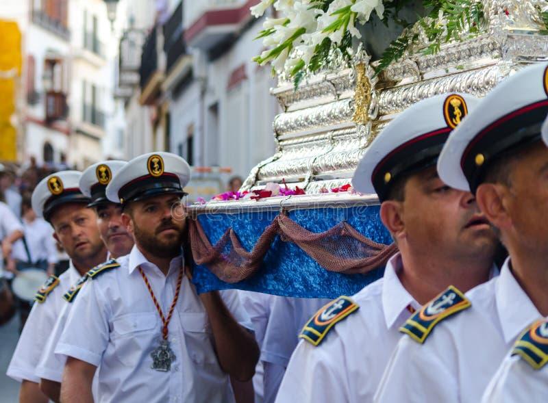 NERJA, SPAGNA - 16 luglio 2018 parata annuale nel Andalu costiero immagini stock libere da diritti