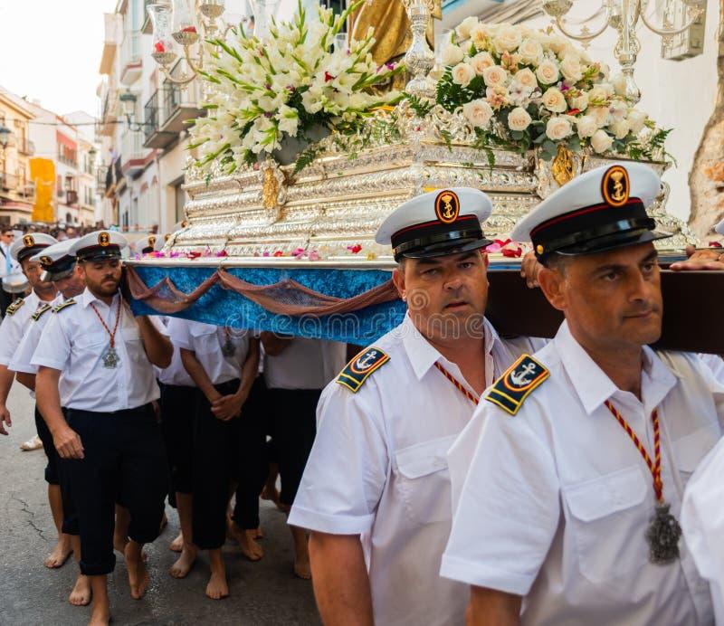 NERJA, SPAGNA - 16 luglio 2018 parata annuale nel Andalu costiero immagini stock