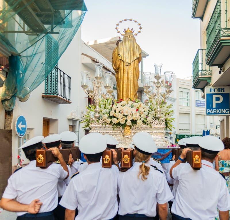 NERJA, SPAGNA - 16 luglio 2018 parata annuale nel Andalu costiero fotografie stock
