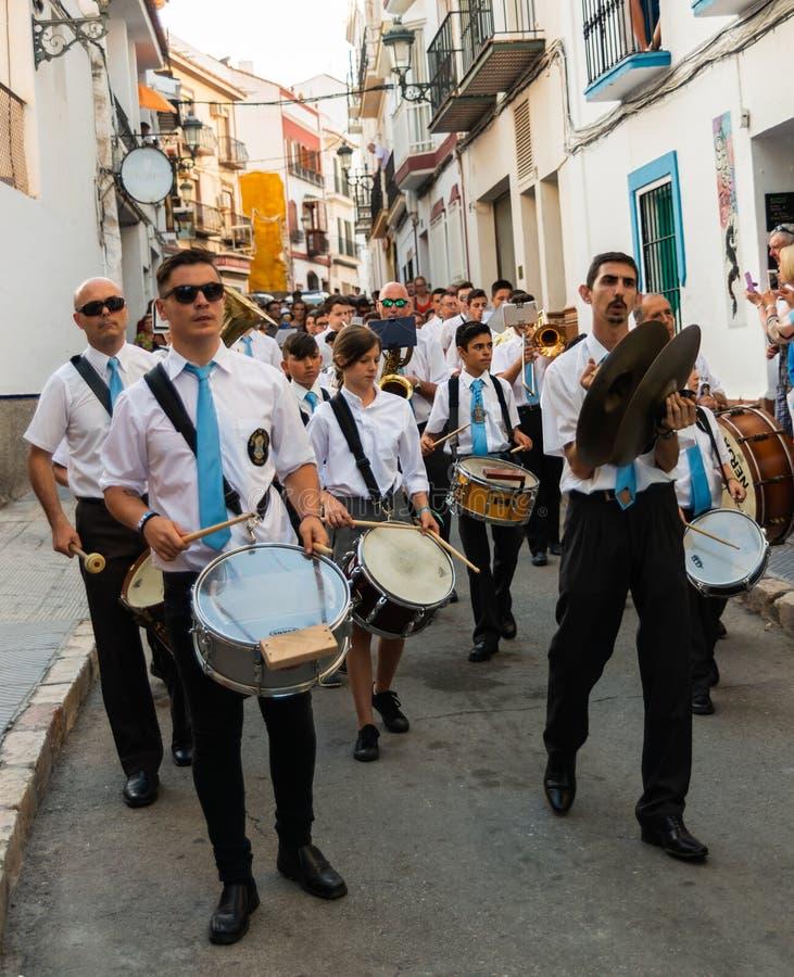NERJA, SPAGNA - 16 luglio 2018 parata annuale nel Andalu costiero fotografia stock libera da diritti