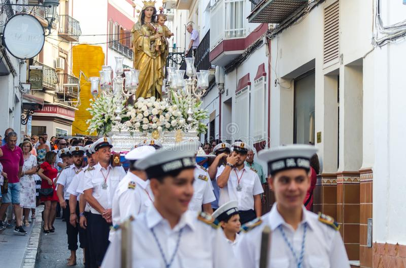 NERJA, SPANIEN - 16. Juli 2018 jährliche Parade im Küsten-Andalu stockbild