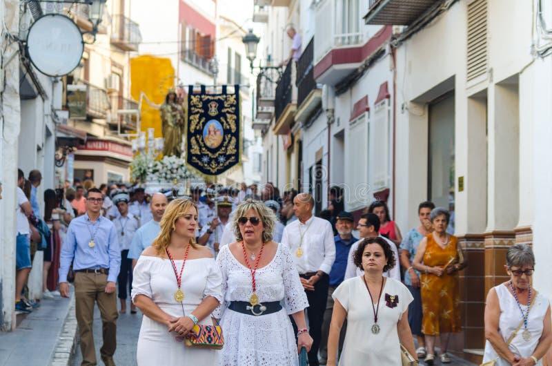 NERJA, SPANIEN - 16. Juli 2018 jährliche Parade im Küsten-Andalu lizenzfreies stockfoto