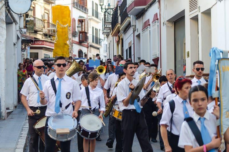 NERJA, SPANJE - JULI 16, de jaarlijkse parade van 2018 in kustandalu stock foto