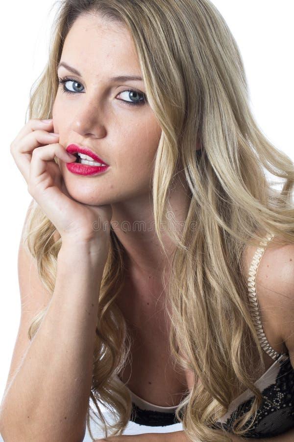 Nervöses besorgtes junge Frauen-Denken stockfotos
