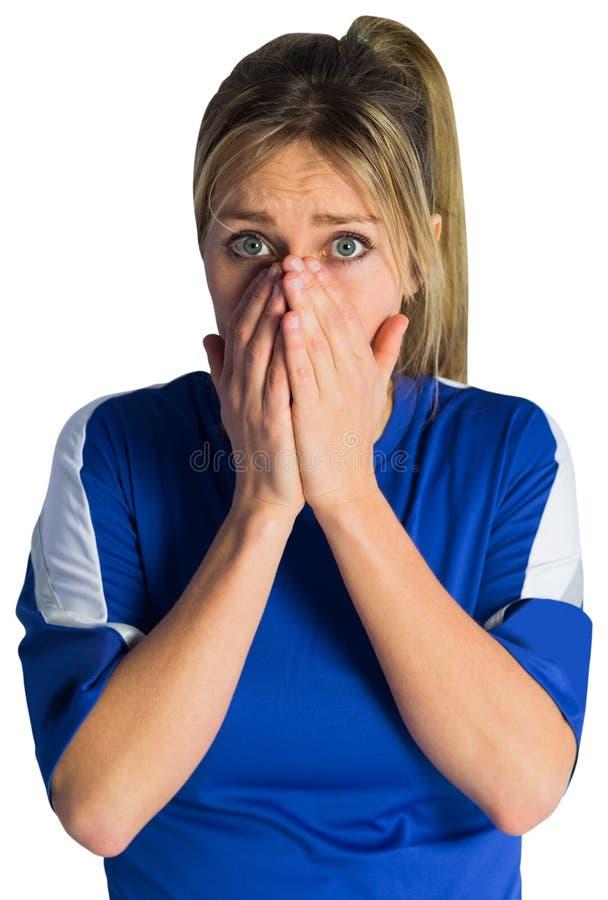 Nervöses Fußballfan im blauen Trikot stockfotografie