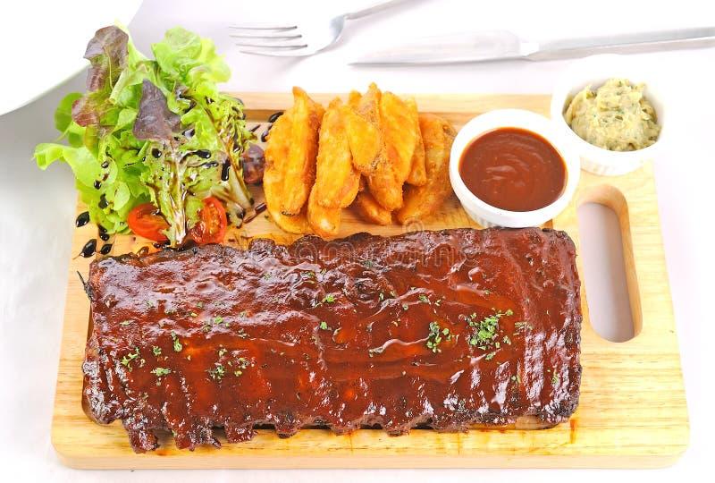 Nervature di porco arrostite col barbecue immagine stock