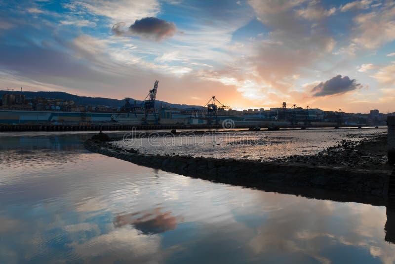Nervion flod, Erandio royaltyfri foto
