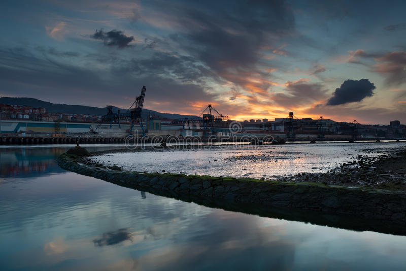 Nervion flod, Erandio royaltyfri fotografi