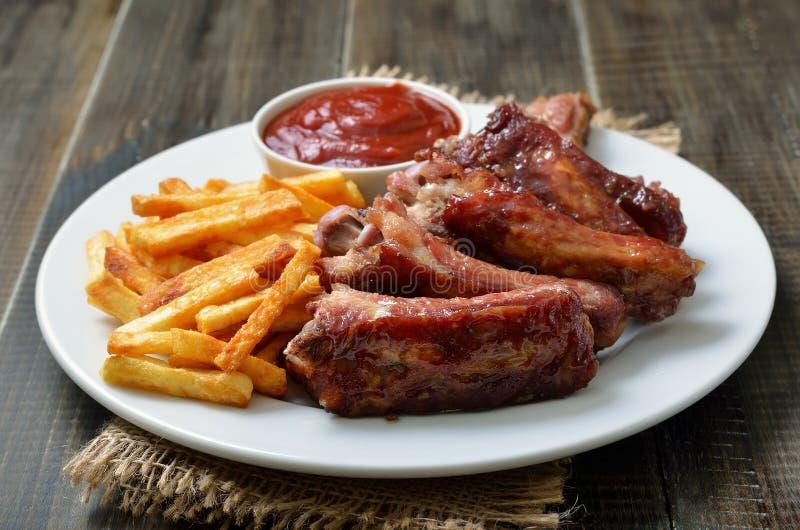 Nervures de porc coupées en tranches frites photo libre de droits