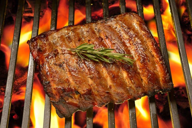 Nervures de porc grillées images stock