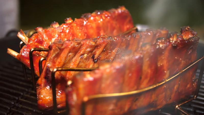 Nervures de porc grill?es photo stock