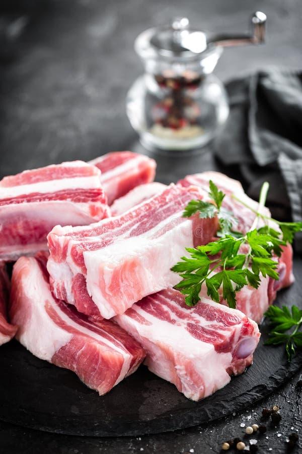 Nervures de porc, viande crue photo libre de droits