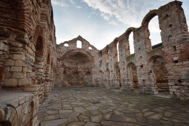 NESEBAR, BULGARIA - 12 de febrero de 2017: Santo arruinado Sofia Church en Nesebar, Bulgaria fotos de archivo