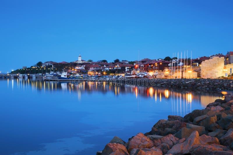 Nessebar在晚上,保加利亚老镇的港口  图库摄影