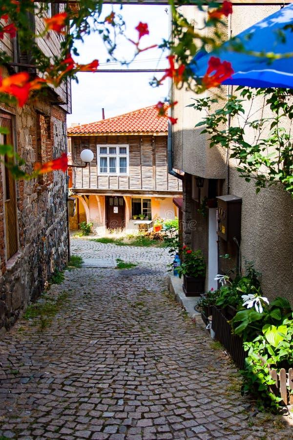 Nessebar, Болгария, старинная улица Европа, туристы на красивых улицах Neseba стоковая фотография