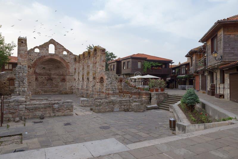 NESSEBAR, BULGARIEN, JUNY 20, 2016: die Ruinen alter Stadt alte Gebäude Nessebar stockfotos