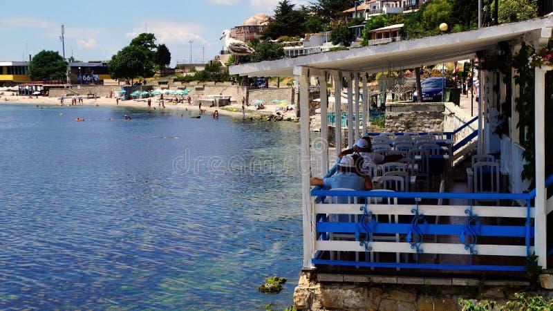 Nessebar de kust Overzees van Bulgarije, de Zwarte Zee voorrestaurant in de Oude Stad stock foto